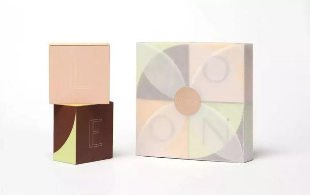 流行时尚年轻化中秋月饼礼盒包装设计定制
